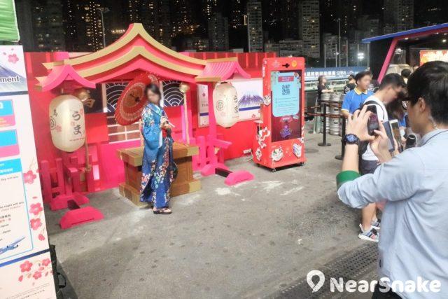 每隔一段時間,香港賽馬會便會在跑馬地馬場舉辦主題日活動,例如日本節,設有攤位供人穿上和服拍照。