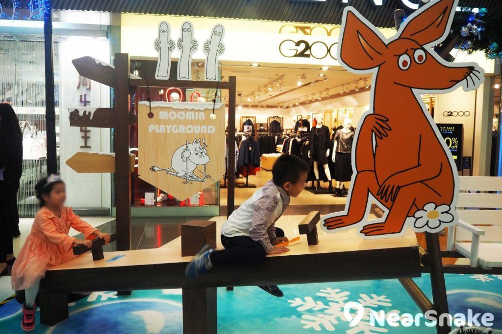 「亞美史尼夫遊樂園」:搖搖板是固定好的,歡迎大家坐上去,但最好斯文一點和注意安全,不要嚇壞膽小的史尼夫啊!
