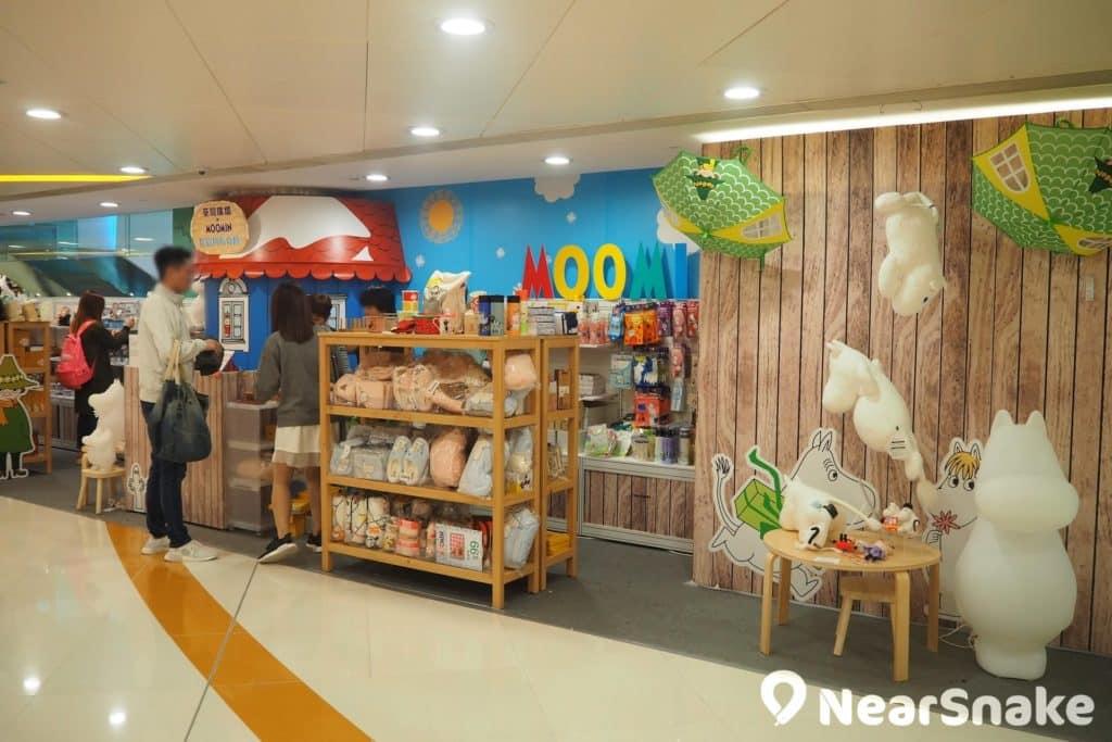 荃灣廣場於 3 樓開設「快閃姆明期間限定店」,有售多款限量版精品,想把姆明帶回家的話不要錯過。
