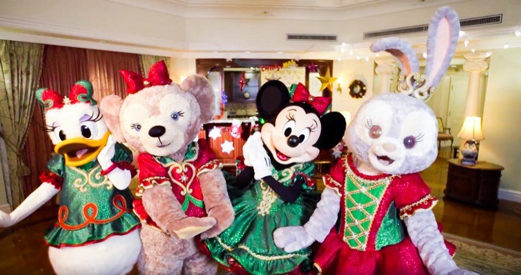 今年聖誕,Minnie、Daisy、ShellieMay 同 StellaLou 皆盛裝打扮,希望以最華麗亮眼的聖誕造型,迎接各位迪士尼粉絲。