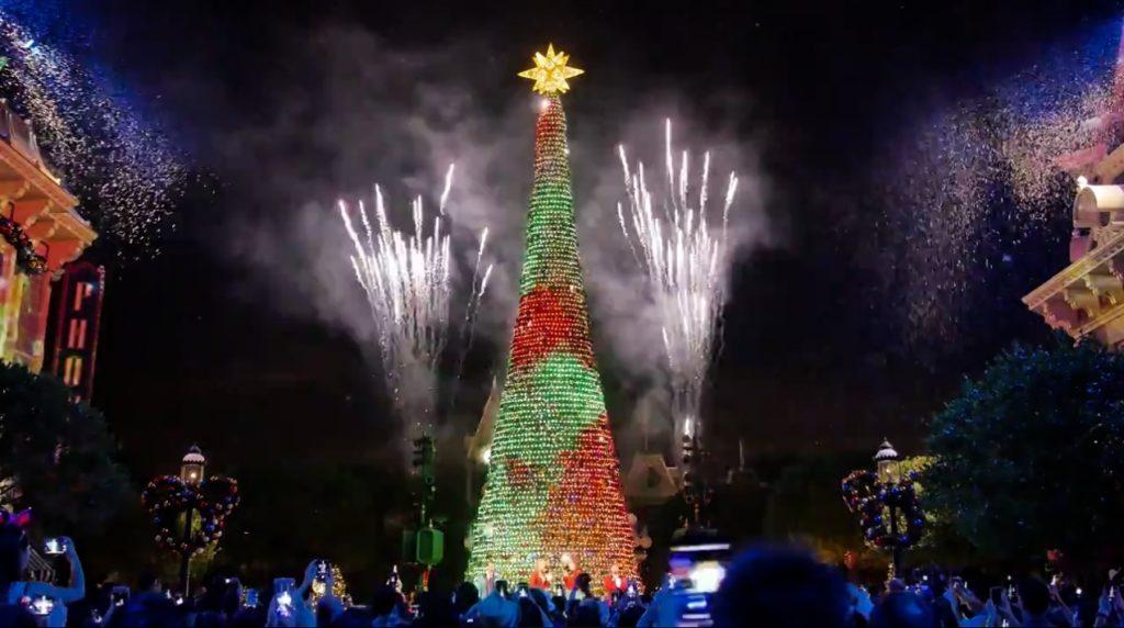 「夢想成真聖誕樹亮燈禮」及「星夢奇緣」煙花表演是每晚不可或缺的壓軸節目。