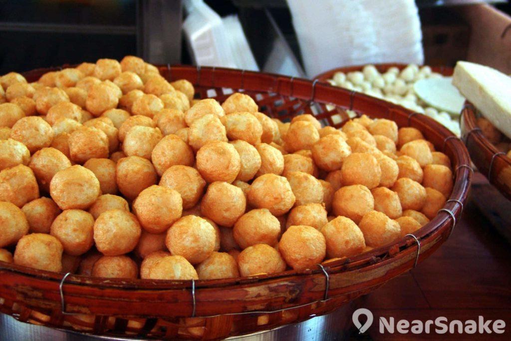 巨大魚蛋原本是長洲特有的小食,現時已紅到其他地區也有賣了。