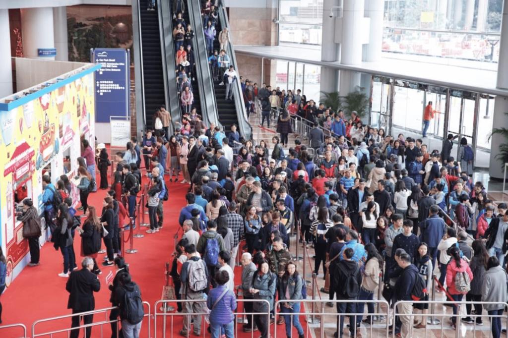 第 15 屆香港冬季購物節(Hong Kong Mega Showcase 2017)將於 12 月 24 至 27 日假香港會議展覽中心舉行,是全港至大型的室內吃、喝、玩、樂嘉年華,集購物、娛樂及美食等元素於一身,貨物種類至新至齊,每年都吸引不少購物達人前來朝聖。