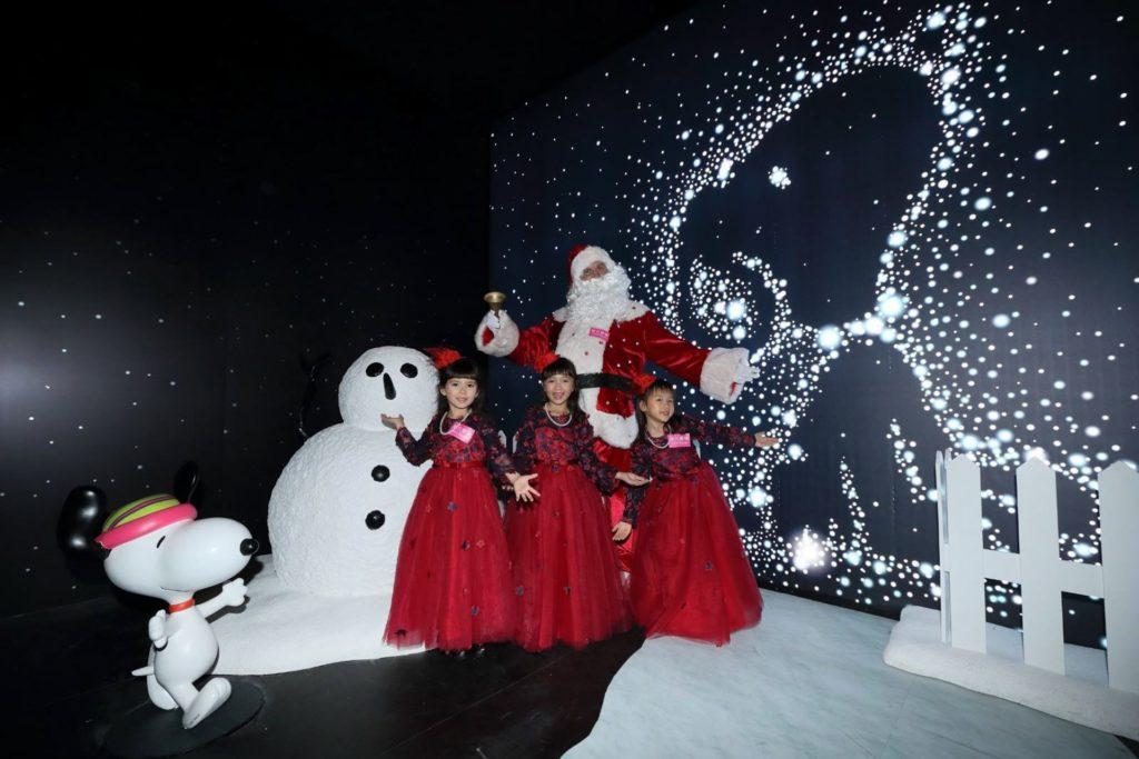 遊客可以走進影相館內的「黑房」欣賞閃閃發光的雪人史諾比。