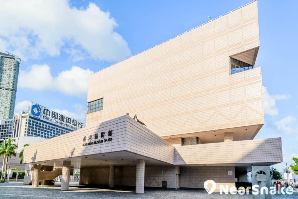 香港藝術館被批評外觀平平無奇,沒有獨特的建築風格。
