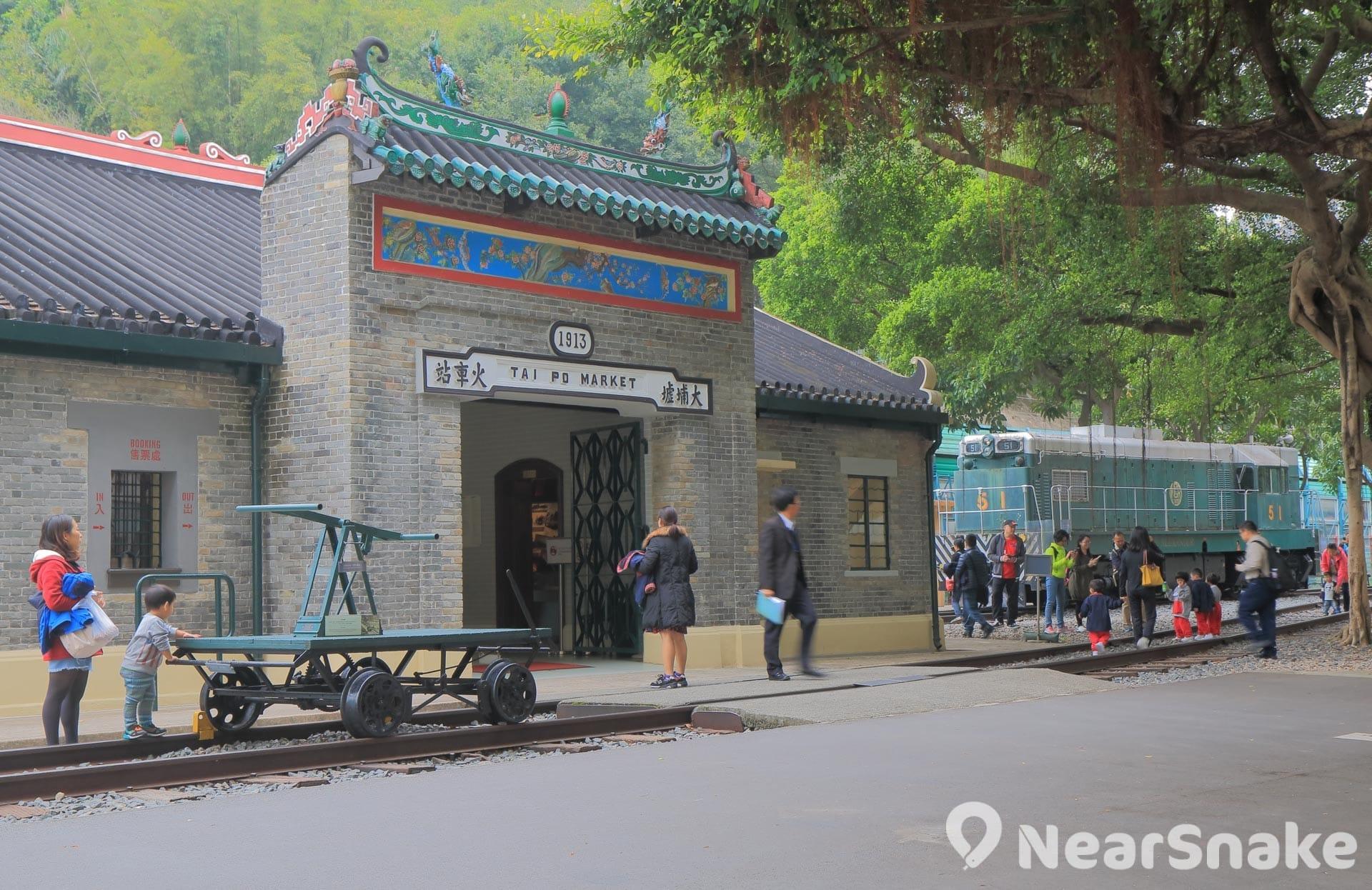 香港鐵路博物館前身是舊大埔墟火車站,館內也保留了當年的車站入口。