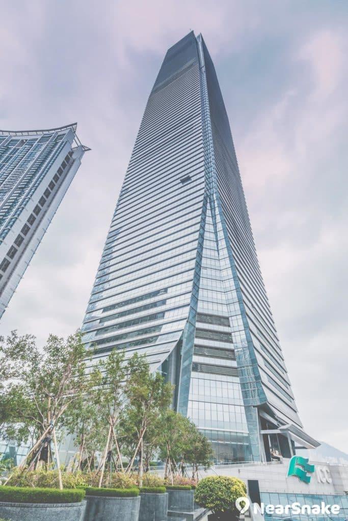 ICC 擁有 118 層、高 484 米,是全港最高及最多樓層的建築物。