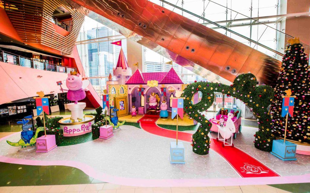 MegaBox 設 28 呎高 Peppa Pig 華麗聖誕城堡,特別適合家長帶同子女前往參觀。