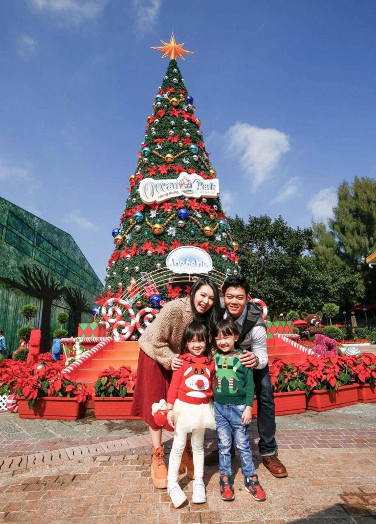 Ocean Park Christmas Sensation 2017 將於「海濱樂園廣場」矗立高達 40 呎的聖誕樹。