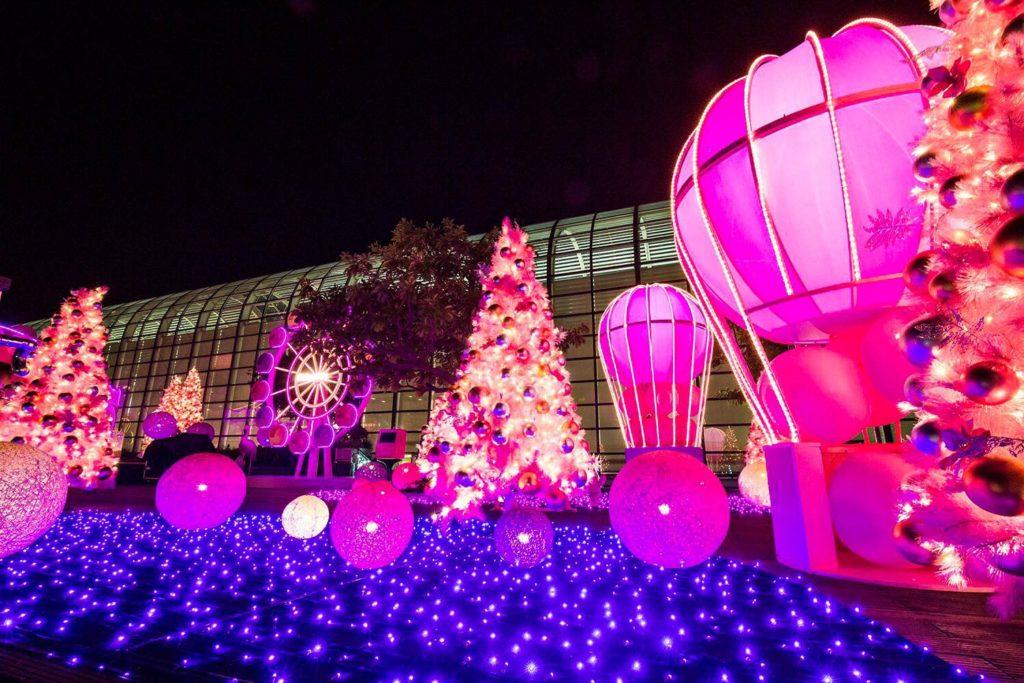 「Rosy Christmas @ Starlight Garden 紅粉夢樂園」於 20,000 平方呎的星光花園設置 7 大遊樂園裝置,將童話式的仙境帶到遊客眼前。