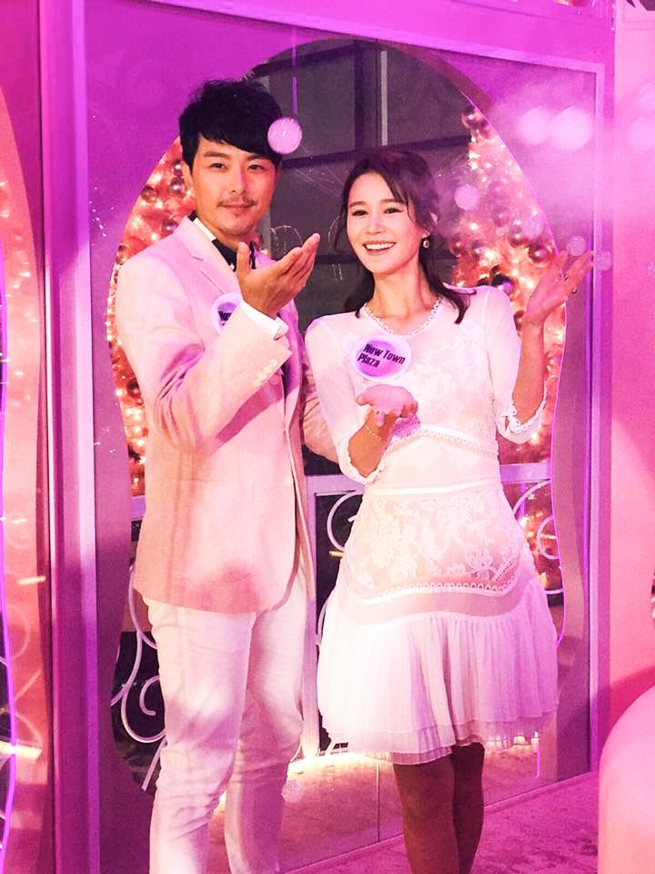 香港藝人蕭正楠及黃翠如早前攜手出夕新城巿廣場的星光花園亮燈儀式。