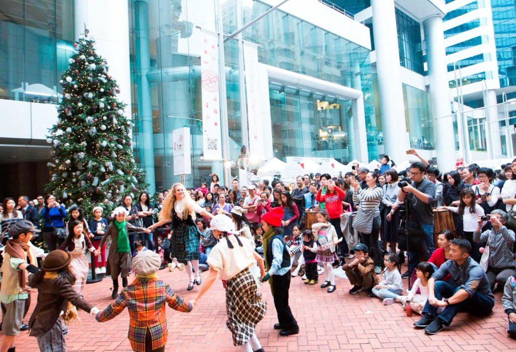 大會安排多項精彩現場表演,包括合唱團聖誕頌歌、舞蹈、色士風及敲擊樂等,締造濃烈的節慶氣氛。