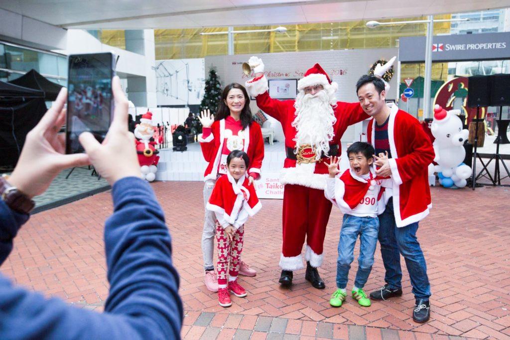 「白色聖誕市「白色聖誕市集 2017」將以「暢遊太古坊及星街,尋獲聖誕新驚喜」為主題,安排愛心薑餅人作導遊,帶領大家享受聖誕購物、節日美酒佳餚、現場表演和 DIY 工作坊等豐富節目。集 2017」將以「暢遊星街及太古坊,尋獲聖誕新驚喜」為主題,安排愛心薑餅人作導遊,帶領大家享受聖誕購物、節日美酒佳餚、現場表演和 DIY 工作坊等豐富節目。