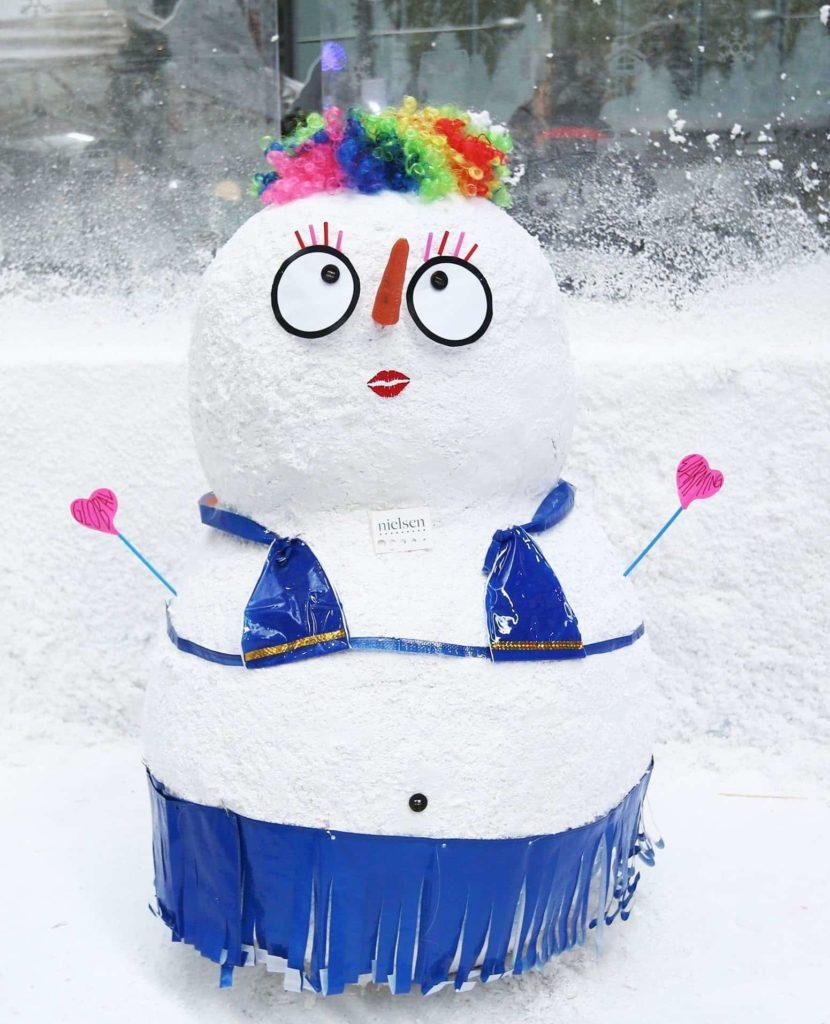 沒有飄雪的聖誕,又怎能稱得上「白色聖誕」呢?去年聖誕巿集就有擲雪球場地,讓訪客和朋友來一場雪球大戰,還有 DIY 雪人工作坊,即便身處於亞熱帶的香港,亦能發揮創意堆砌出屬於你的趣怪雪人!