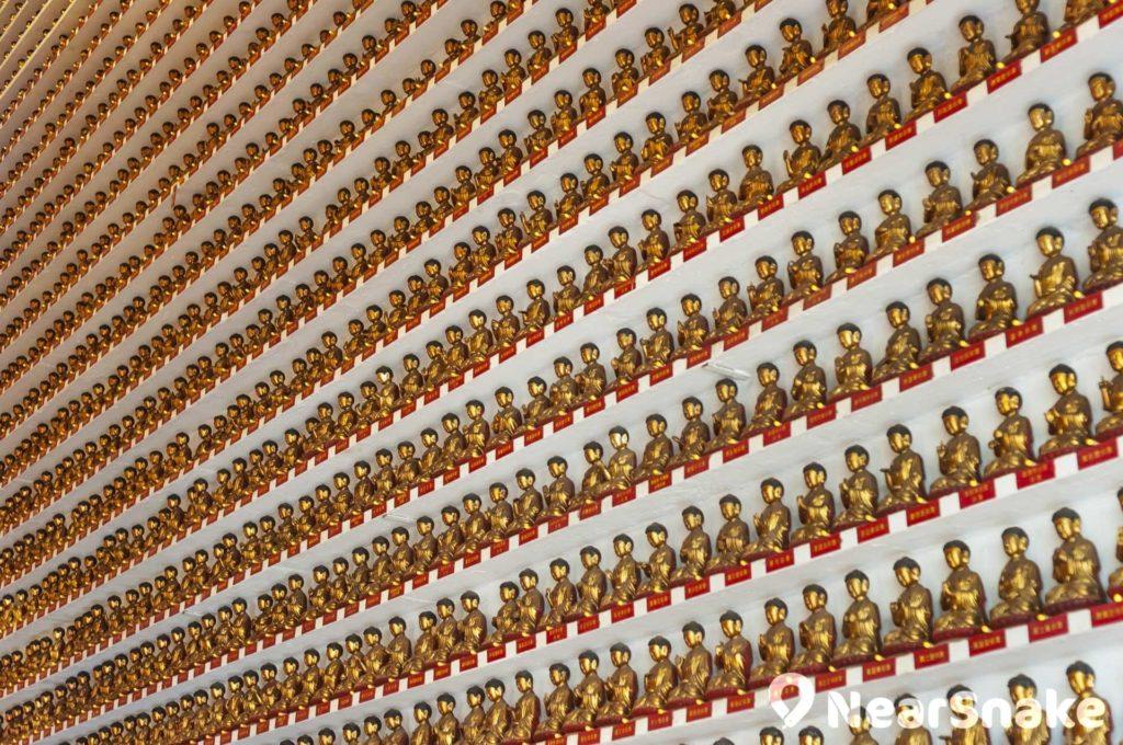 殿內供奉逾萬尊佛像,蔚為奇觀。