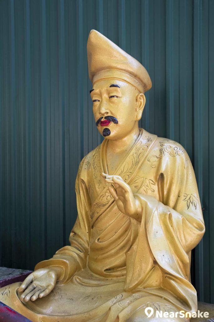 佛像手勢配合神態雕造而成。