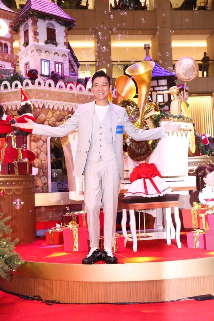 香港藝人劉德華出席置地廣場與「願望成真基金」聯乘的聖誕裝置開幕典禮,遊客每一次於手機激活裝置,置地廣場將捐出港幣 20 元。