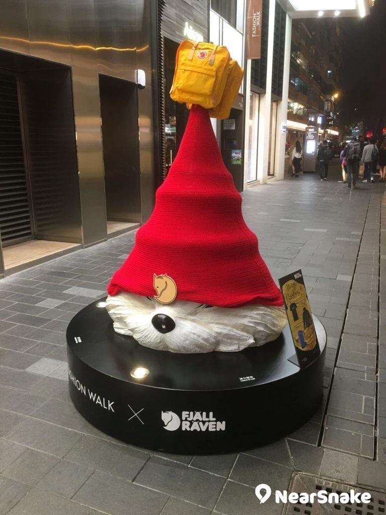 Fashion Walk 門外擺放了 Fjällräven 的狐狸聖誕樹造型,非常萌爆。