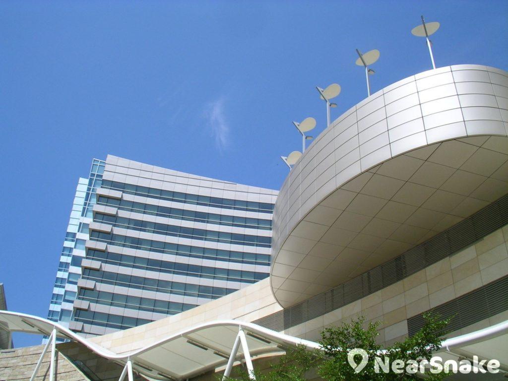 數碼港建築群的建築設計頗前衛,充滿未來科幻感。
