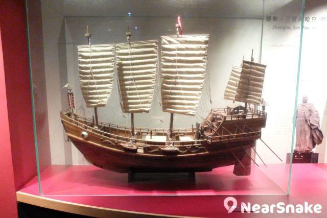 海事博物館內擺放了鄭和七次下西洋的寶船模型,三張大帆足證當年的建船工藝之卓越。