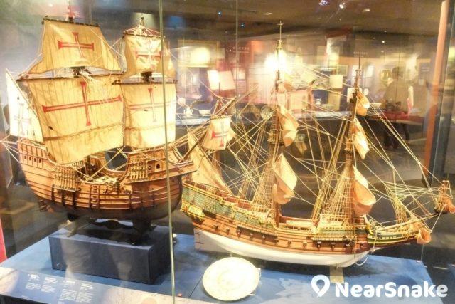 海事博物館內展出 16 世紀的「三藩市號」,帆上畫有十字標誌,來往菲律賓與墨西哥。