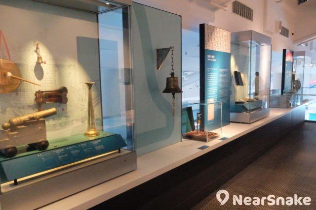 海事博物館內展出的船銅鐘,不可敲動。