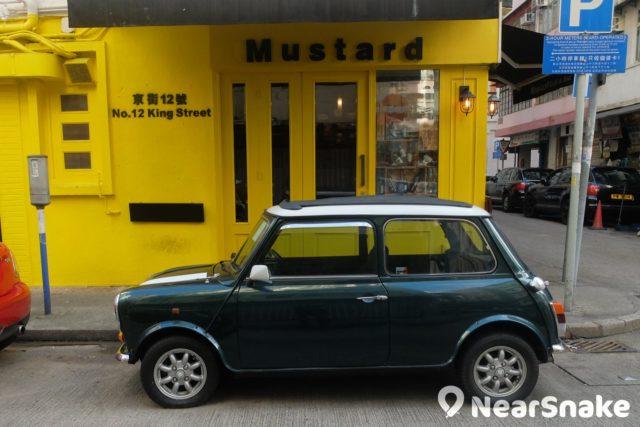 大坑小區內經常見到這類 mini 車,很配合小鎮氣圍吧!