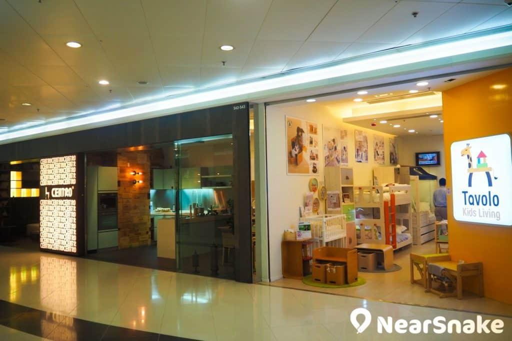 荃灣廣場 5 樓匯聚了多間家具店,包括:大型傢俬、床上用品、家品、室內設計,由知名品牌到個人品牌都有。