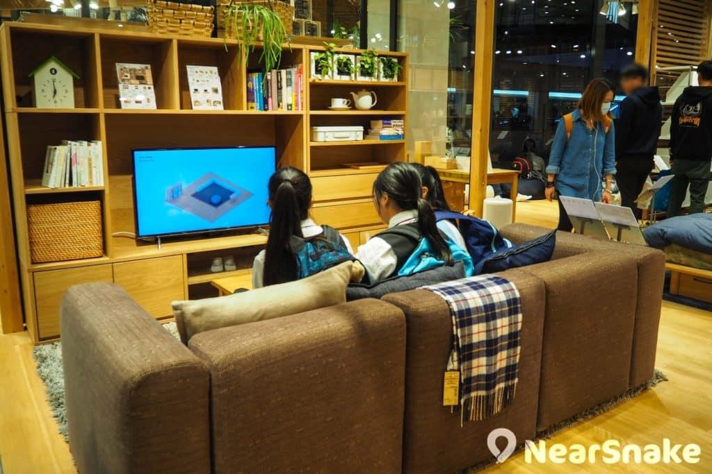 MUJI 新都會店設有各個主題家居場景,在香港 MUJI 店中較為特別,頗有日版 IKEA 的感覺。