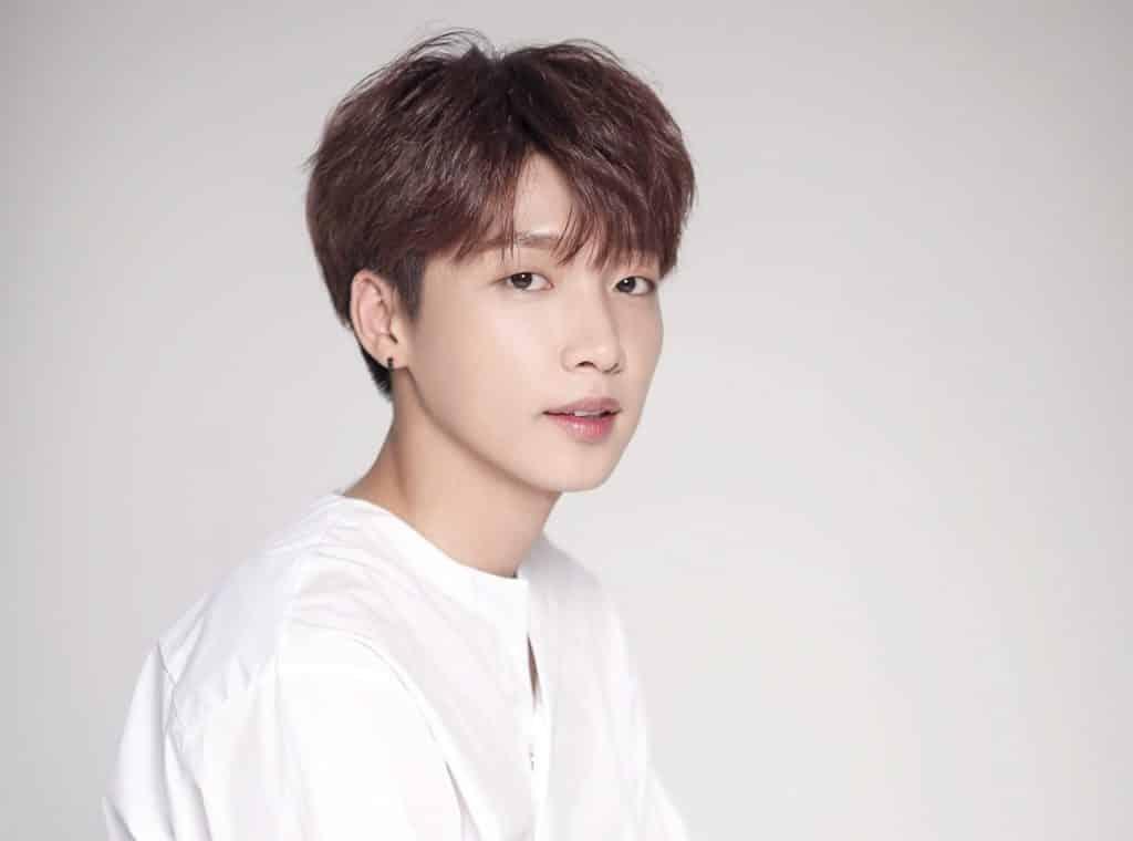 鄭世雲於 2017 年以練習生身份參加韓國選秀節目《PRODUCE 101 (第二季)》,最終成績第12名。