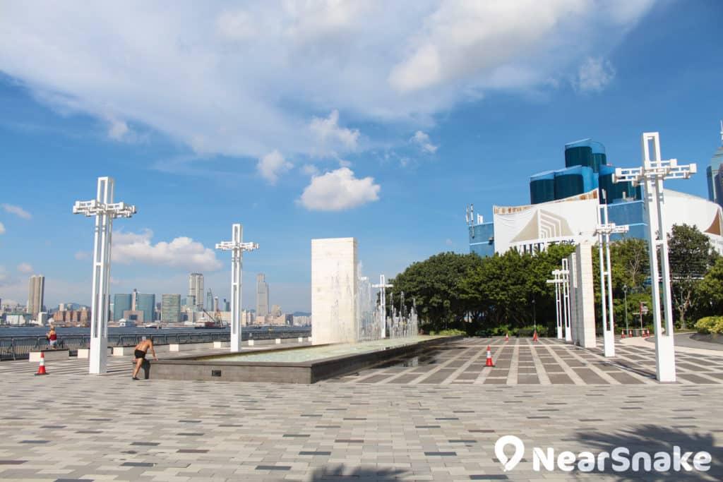中山紀念公園臨海而建,是香港少有近海又有草地的公共地方。