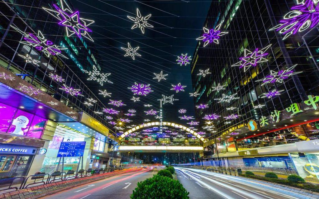 雪花星海:仿如在大街馬路上飄浮的發光雪花,浪漫氣氛滿滿。