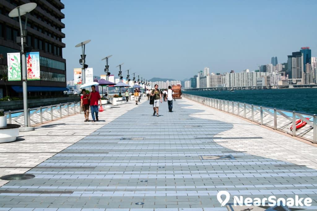 尖沙咀海濱花園現時正進行改建工程,到 2018 年將會耳目一新。