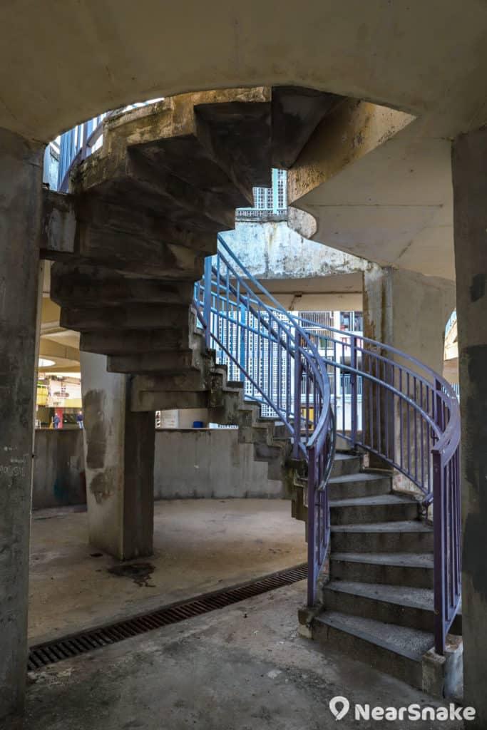 華富邨內保留了螺旋樓梯等特色建築。