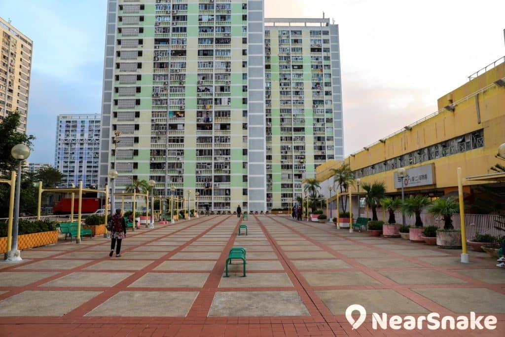 華富邨有不少公共休憩空間,邨內老人家尤其喜愛流連。
