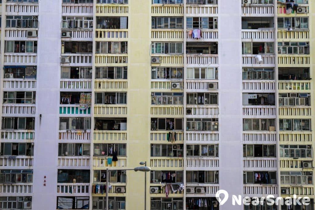 華富邨是香港最早期落成的公屋之一。