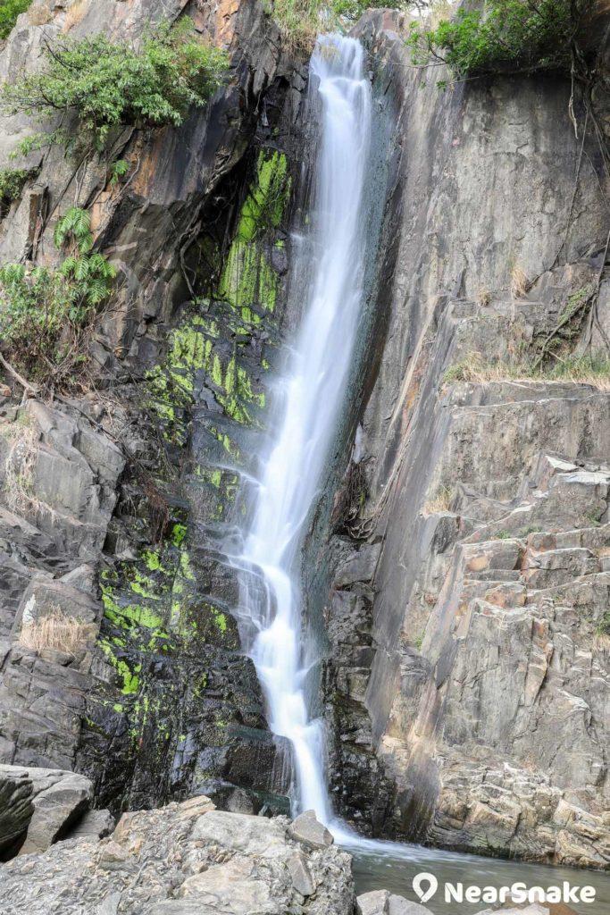 用較慢的快門便會拍到絲般質感的瀑布流水。
