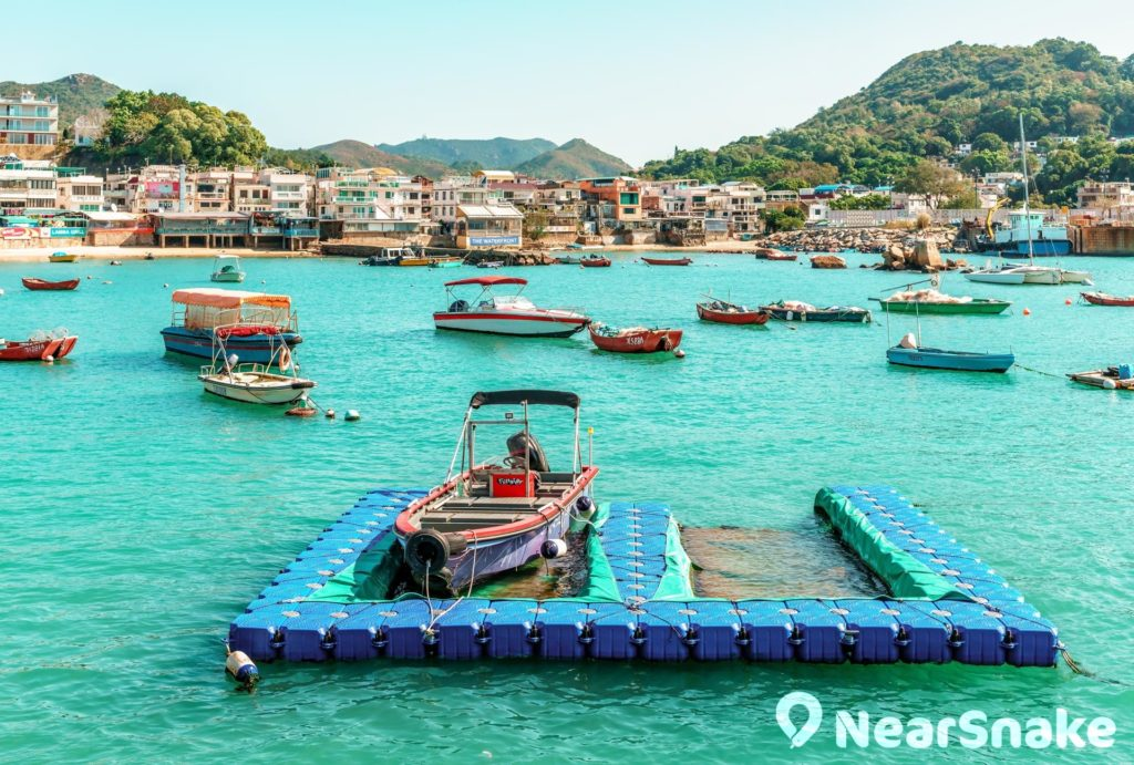 榕樹灣停泊了不少漁船和快艇,自成港灣一道風景。