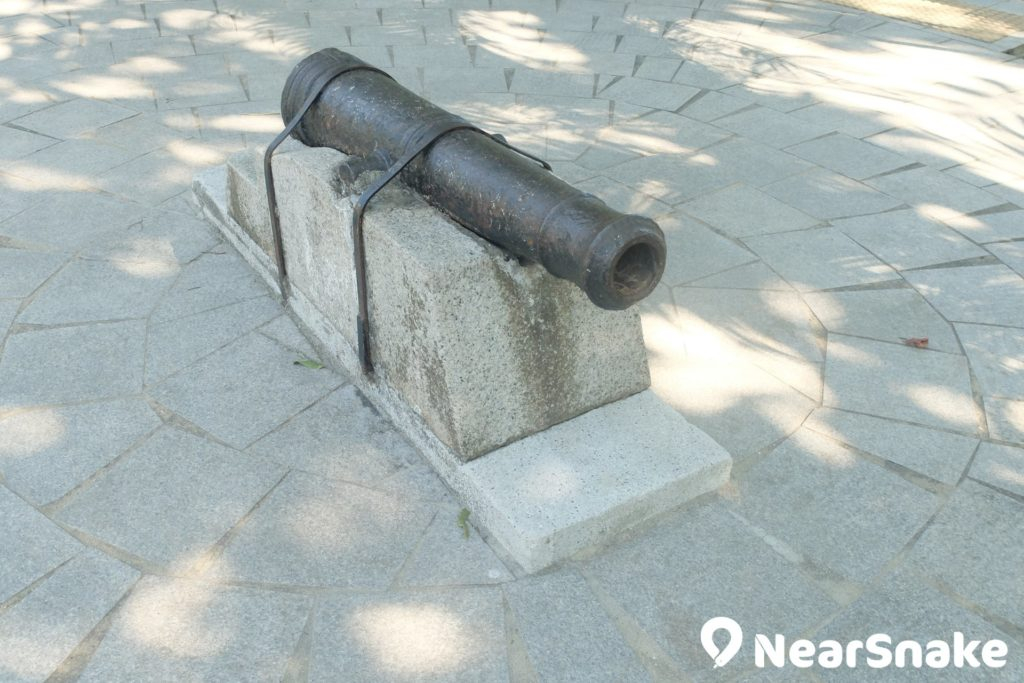建造公園時,偶然發掘出的古炮,也被放置到花墟公園內,惟使用年代已不可考。