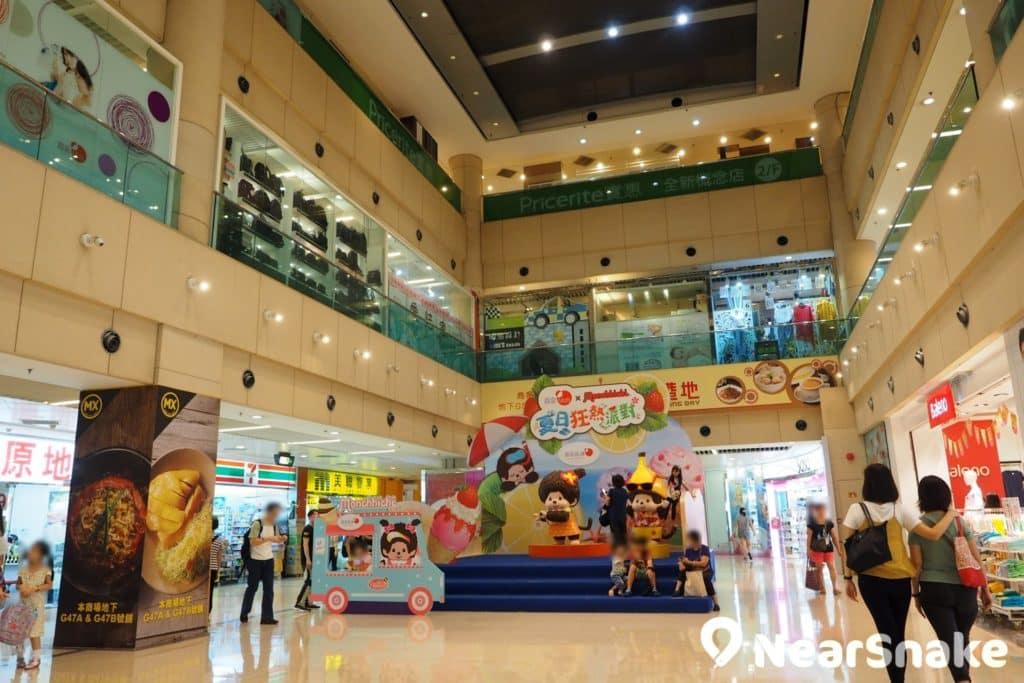 置富嘉湖商場設有大型超級市場,附近的居民都會走到這裡購買日用品。
