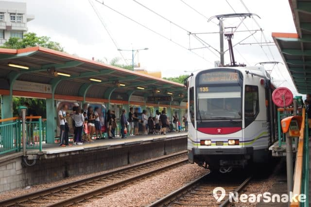置富嘉湖商場毗鄰銀座輕鐵站,穿梭天水圍各區和西鐵站。