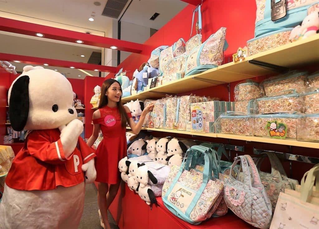 The ONE L2 樓層開設了「The ONE ‧ Pochacco 新春行運樂團圓」期間限定店,發售 PC 狗精品。