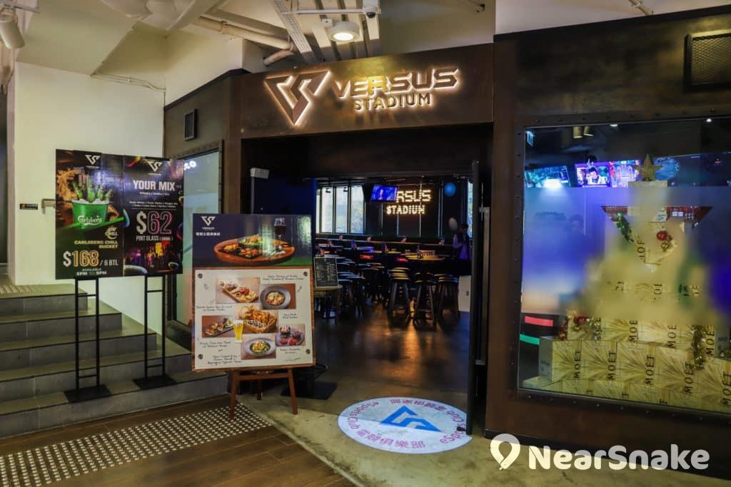 D2 Place 商場地下有一間以電子競技為主題的餐廳酒吧。