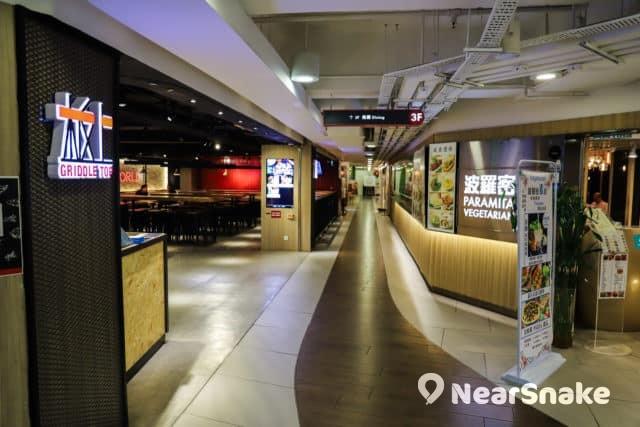餐廳匯集在 D2 Place 的 3 樓,有日本菜、新加坡菜、素食等可供選擇。