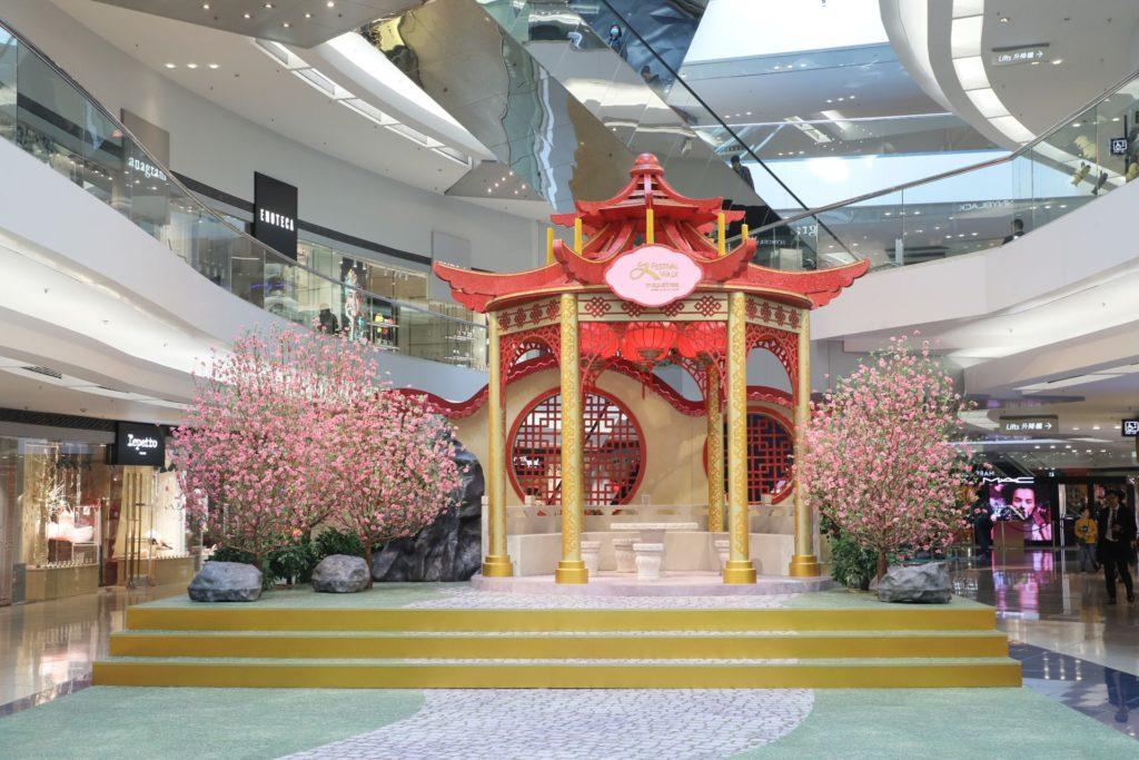 富中國宮廷氣息的華麗庭園場景。