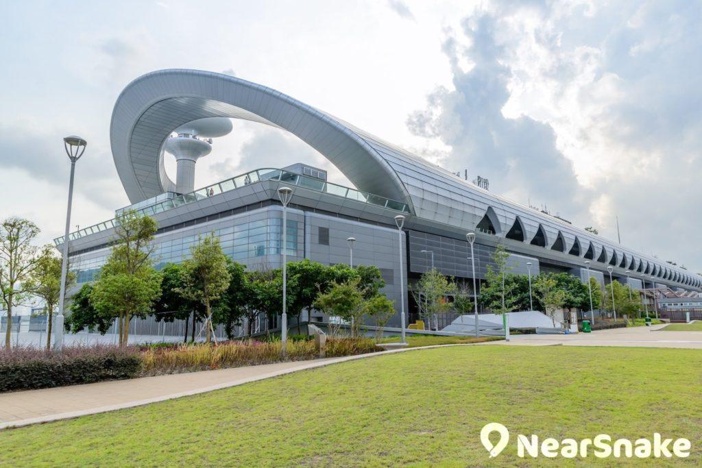 啟德跑道公園毗鄰啟德郵輪碼頭,同樣擁有寬廣的維港景色。