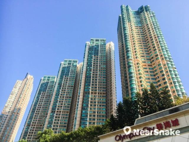 奧海城的私人屋苑包括維港灣、柏景灣、帝柏海灣、帝峰·皇殿,乃九龍區主要住宅,屋苑之一。