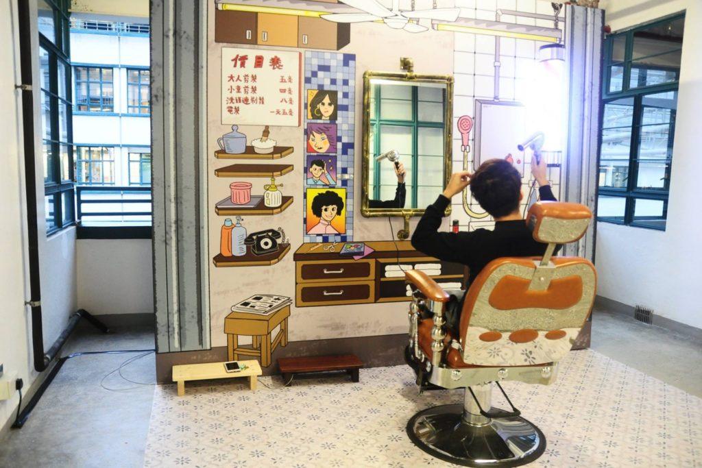 PMQ 舊城片隅展覽內搭建了傳統理髮店場景,讓大家親睹這種傳統手藝的風貎。