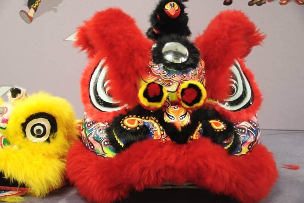 舞獅在香港民間傳統表演藝術中佔有著非常重要的地位。