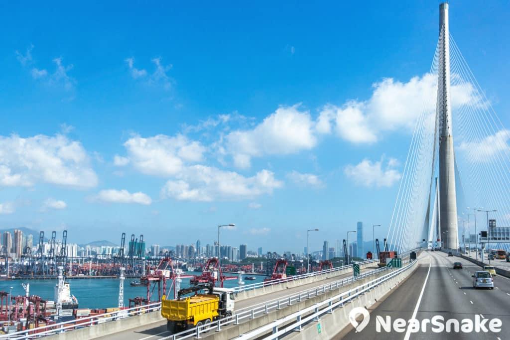 昂船洲大橋主跨長 1018 米,興建時有望成為全球跨度最長的斜拉橋。